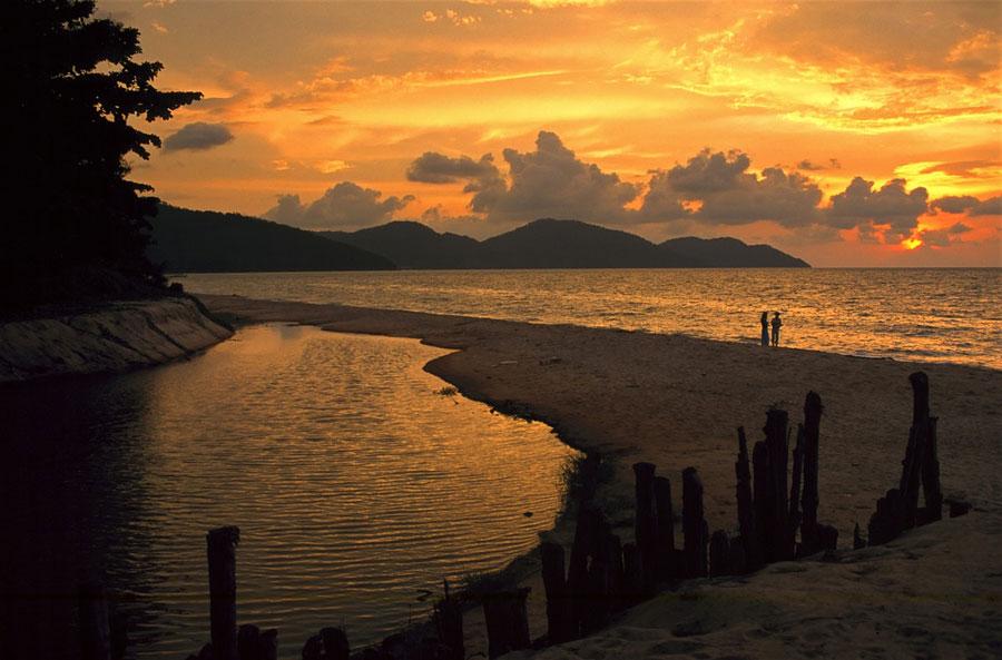 bãi biểnBatu Ferringhi