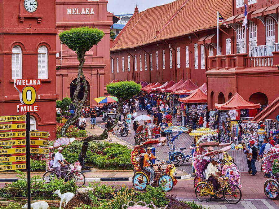 Quảng trường Hà Lan, Nhà Thờ Đỏ, Đồi Phaolo, A'Famosa, chùa Thiên Hậu.