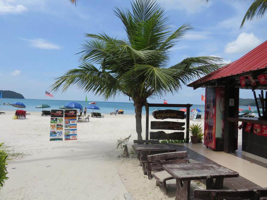 thi-tran-Pantai-Cenang