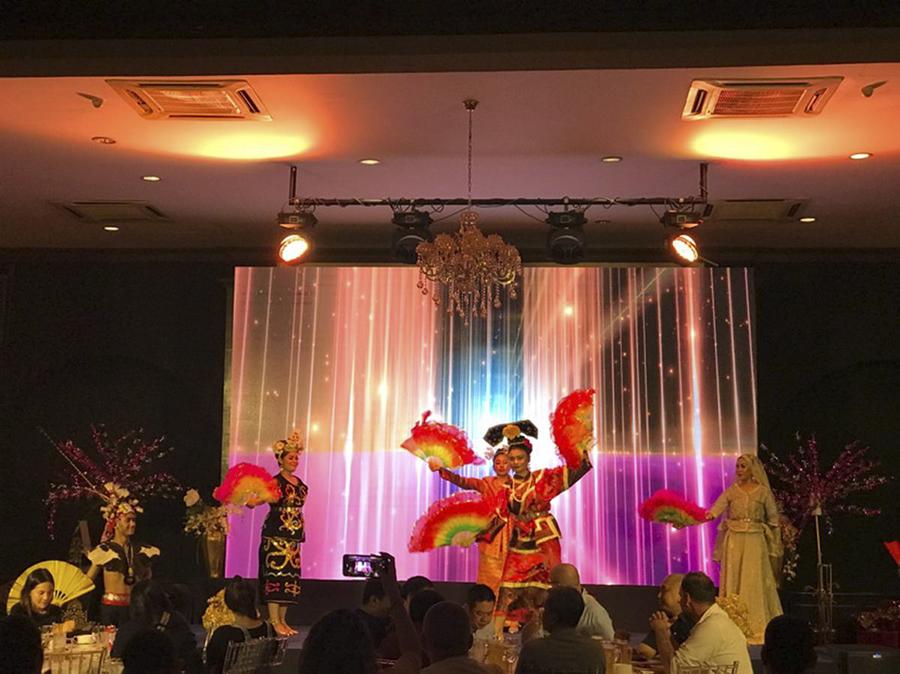 tour-kham-pha-kuala-lumpur-ve-dem-thuong-thuc-buffet-toi-truyen-thong 1