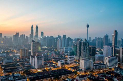 Tiễn Cô Rô Na Mình Đi Malaysia